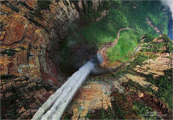 آبشار دراگون واقع در ونزوئلا