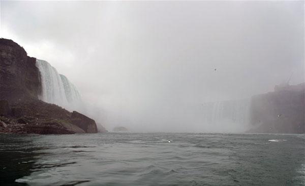 آبشار نیاگارا واقع در مرزآمریکا و کانادا